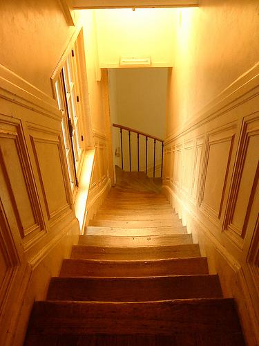 a partir de quel ge un enfant peut il monter ou descendre seul un escalier question b b. Black Bedroom Furniture Sets. Home Design Ideas
