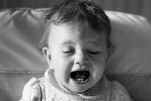 bébé pleure au 8 mois