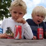 Donner du coca à un enfant